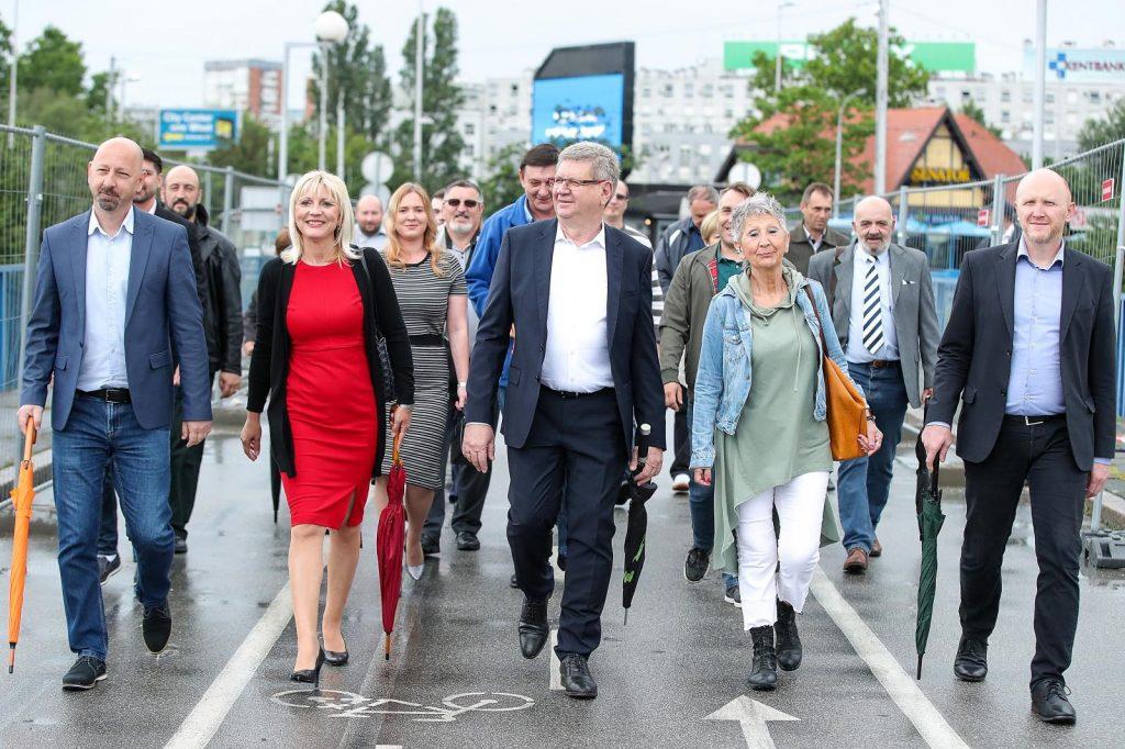Demokrati i Hrvatski laburisti na Savskom mostu, photo: Goran Stanzl - PIXSELL