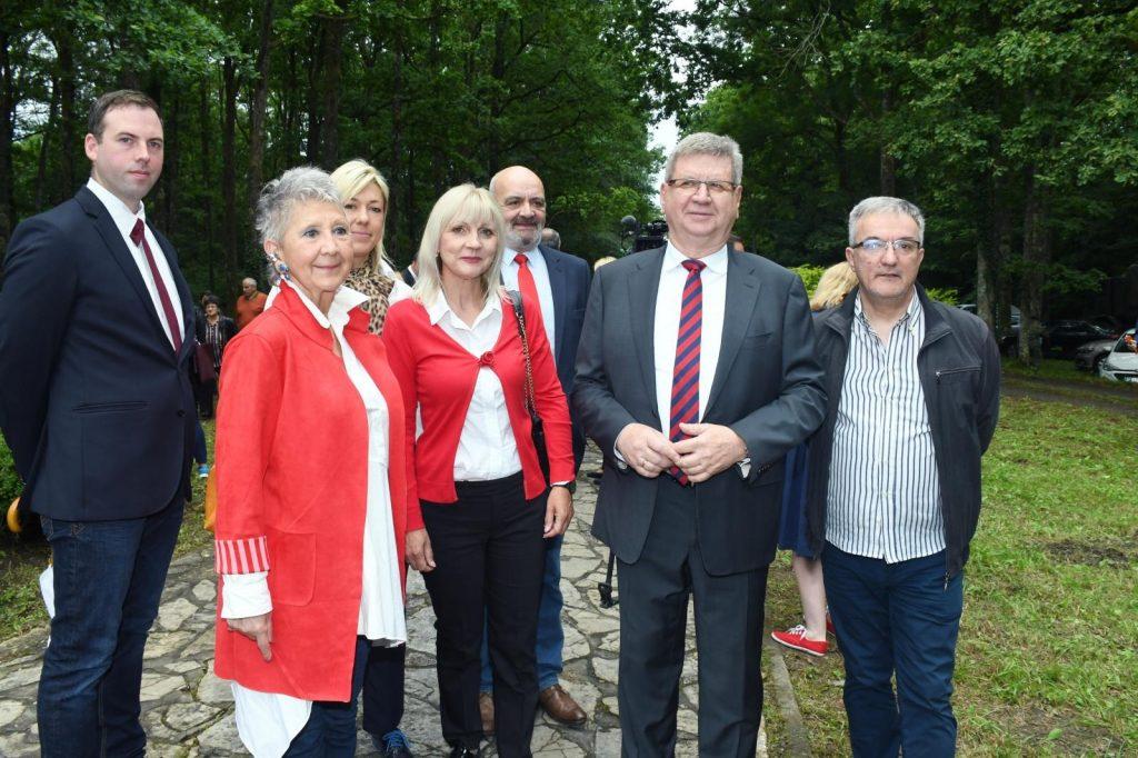 Mirando Mrsic, predsjednik Demokrata sa suradnicima na obiljezavanju Dana antifasizma sumi Brezovica kod Siska, photo: Nikola Cutuk - PIXSELL