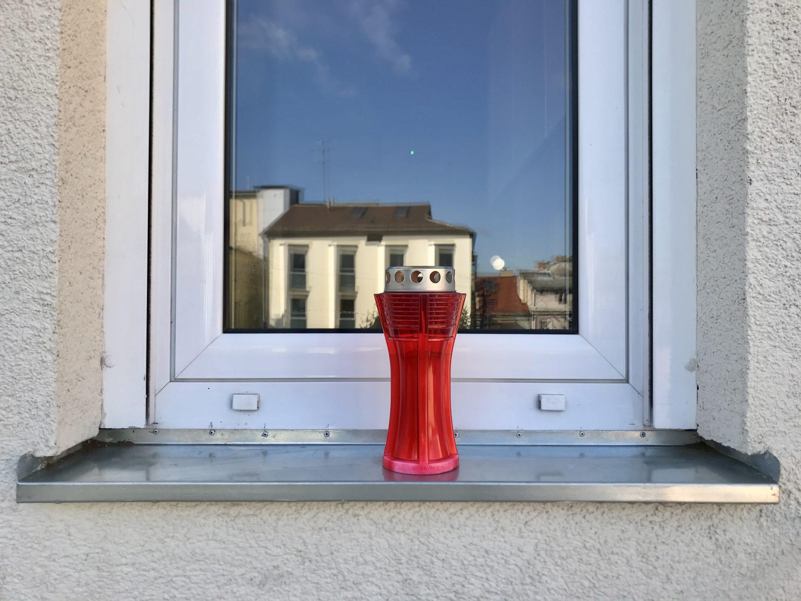 Lampion na prozoru za žrtvu Vukovara