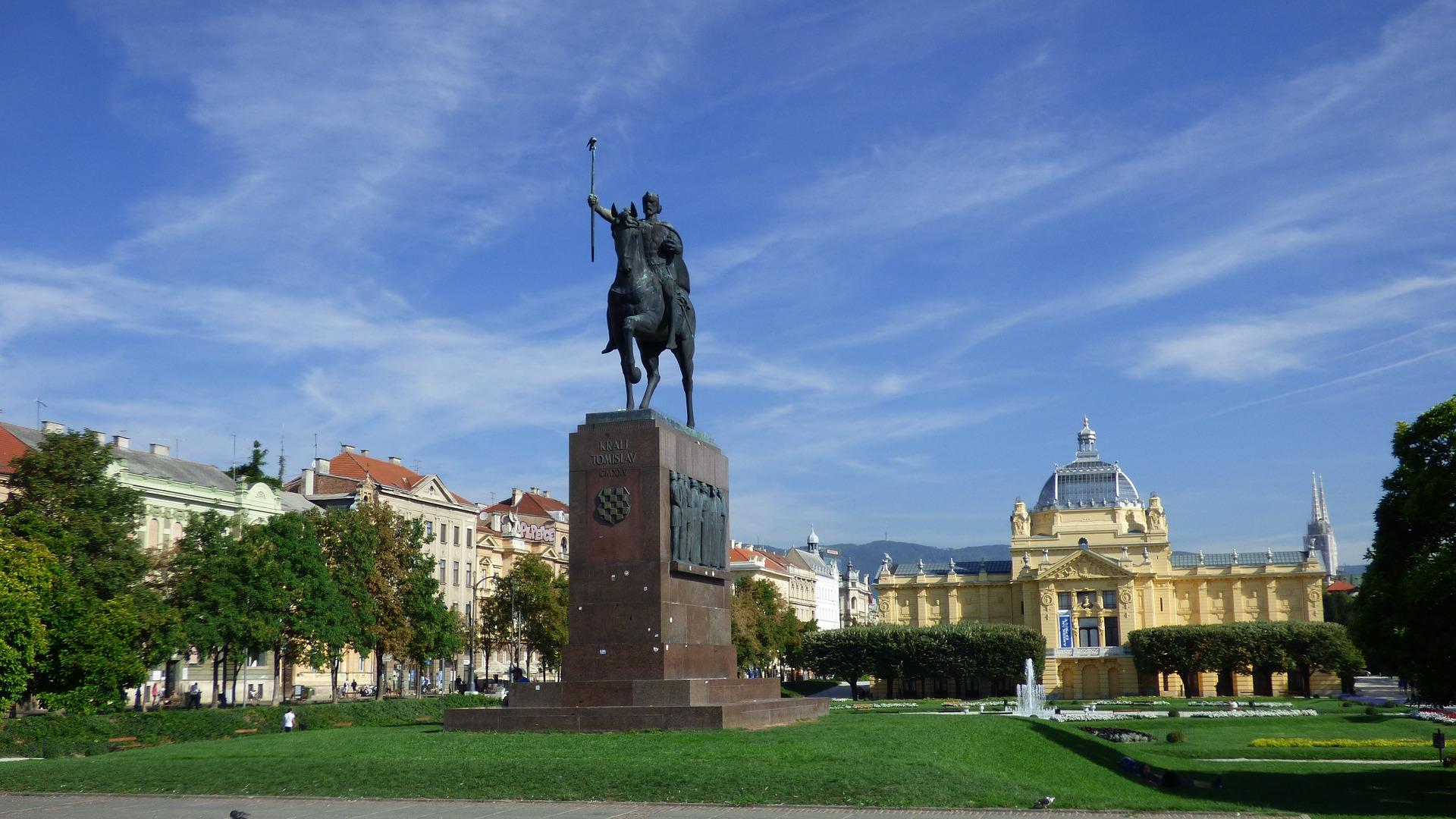 Zagreb, Trg kralja Tomislava, izvor: arvidO, pixabay.com